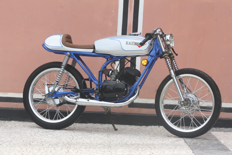 yamaha rs 100 tahun 1976 jogja lebih asyik dengan motor 2 tak. Black Bedroom Furniture Sets. Home Design Ideas