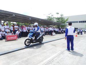 garcom-astra-motor-jateng-beri-pelatian-safety-riding-buat-karyawan-kubota-1-coba-narrow-plank