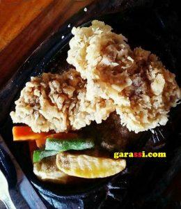 garcom-wisata-kuliner-star-steak-4-crispy-chicken-garassi-foto